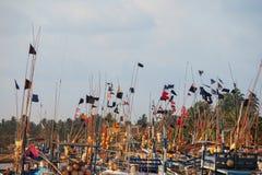 靠码头的木渔船 免版税库存图片