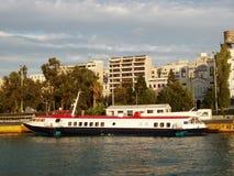 靠码头的水翼艇端口 免版税库存图片