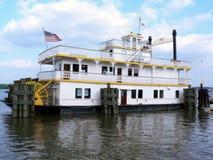 靠码头的河船 图库摄影