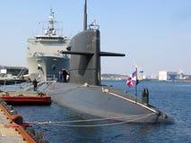 靠码头的潜水艇 库存图片