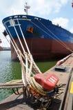 靠码头的码头船 免版税图库摄影