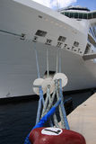 靠码头的船 免版税库存图片