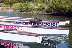 靠码头的龙小船 库存图片