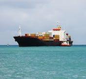 靠码头船 免版税图库摄影