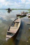 靠码头在湄公河的木小船在越南南方 图库摄影