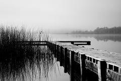 靠码头有雾 免版税库存图片