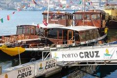 靠码头的巡航小船。波尔图。葡萄牙 库存照片