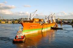 靠码头的船 库存照片