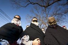 面具和传统服装的Sokac妇女在Busojaras 库存图片