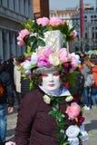 面具和桃红色花,威尼斯,意大利,欧洲 库存照片