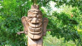 面具微笑笑雕刻韩国样式的面孔木头 库存照片