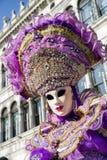 面具的妇女在威尼斯狂欢节2018年 库存照片
