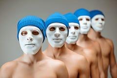 面具的没有面孔的人民和人们 概念钟表机构桔子 内在世界的反射 内容和 免版税库存照片