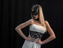 面具的神秘的妇女 免版税库存照片