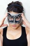 面具的隐姓埋名的妇女 免版税库存图片