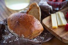 面包、乳酪、柠檬水和果子 库存照片