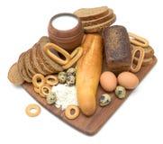 面包、在一个空白背景的鸡蛋和牛奶 库存照片