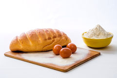 面包、面粉和鸡蛋 免版税库存照片