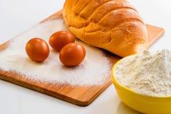 面包、面粉和鸡蛋 库存照片