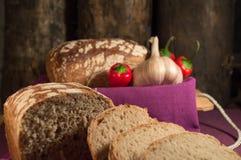 面包、鸡蛋、牛奶和菜 早餐 免版税图库摄影