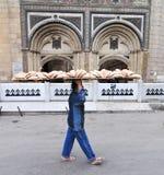 面包交付通过开罗,埃及 免版税库存图片