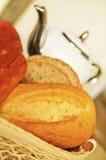 面包准备好早餐 免版税库存照片