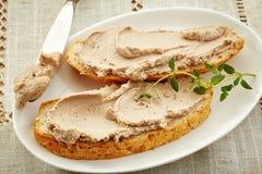 面包切片用肝脏头脑 库存图片