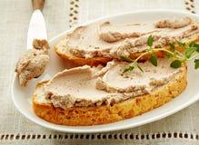 面包切片用肝脏头脑 免版税库存图片