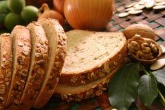 面包剪切大面包白色 免版税库存图片