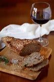 面包和一杯酒 免版税图库摄影