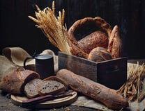 面包和卷 免版税库存照片