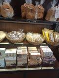 面包和咖啡待售 库存照片