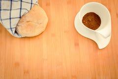 面包和咖啡 免版税库存照片