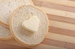 面包和心形的黄油 库存照片