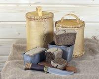 黑面包和白桦树皮调味汁 库存照片