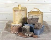 黑面包和白桦树皮调味汁 免版税库存图片