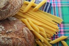 面包和面团与复杂碳水化合物 库存图片