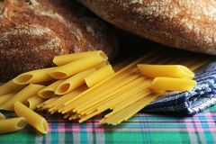 面包和面团与复杂碳水化合物 免版税图库摄影