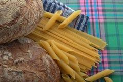 面包和面团与复杂碳水化合物 免版税库存照片