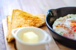 面包和鸡蛋早餐 免版税图库摄影
