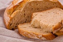 面包土气黑麦切的麦子 免版税库存照片