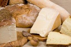 面包在干酪谷物系列上添面包 免版税库存图片