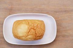 面包在木背景的 免版税库存图片