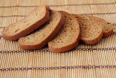 面包在桌上 图库摄影