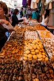 面包在Mechane耶胡达市场,耶路撒冷,以色列上 免版税库存照片