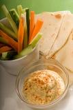 面包垂度hummus pita蔬菜 库存照片