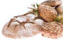 面包堆在白色背景的 免版税库存照片