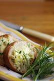 面包大蒜迷迭香片式 库存照片