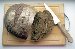 面包大面包切了 免版税库存照片