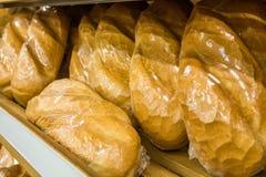 面包大面包在商店 免版税库存图片